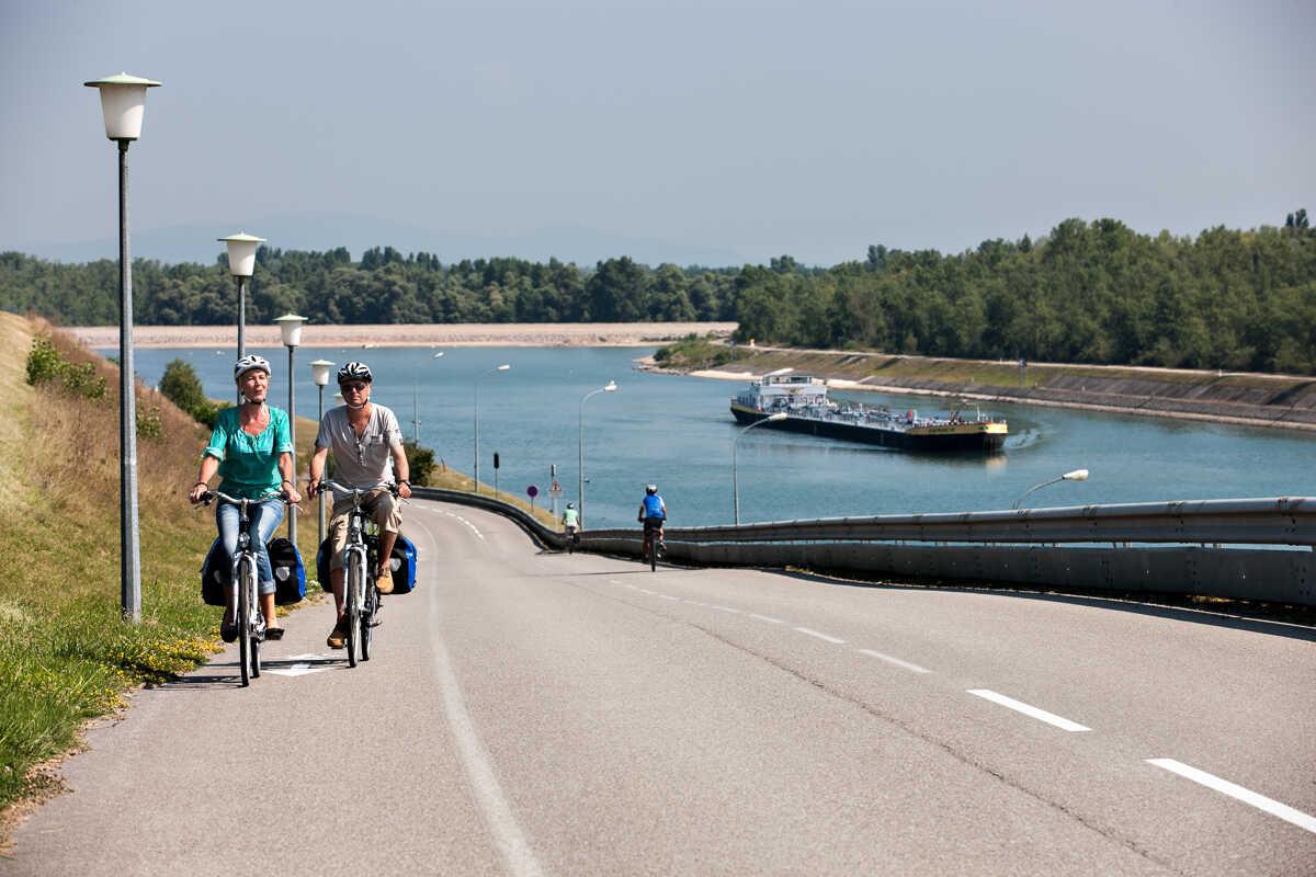L'EuroVelo 15 en Alsace, la véloroute Rhin — France Vélo Tourisme