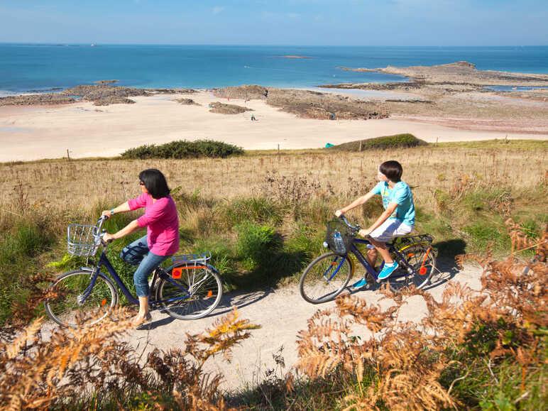 Carte Bretagne Velo.La Bretagne A Velo 8 Itineraires Cyclables A Decouvrir